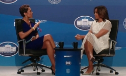 Robin Roberts interviewing Michelle Obama at a previously held White House Summit on Working Families. Photo: from the White House's website.